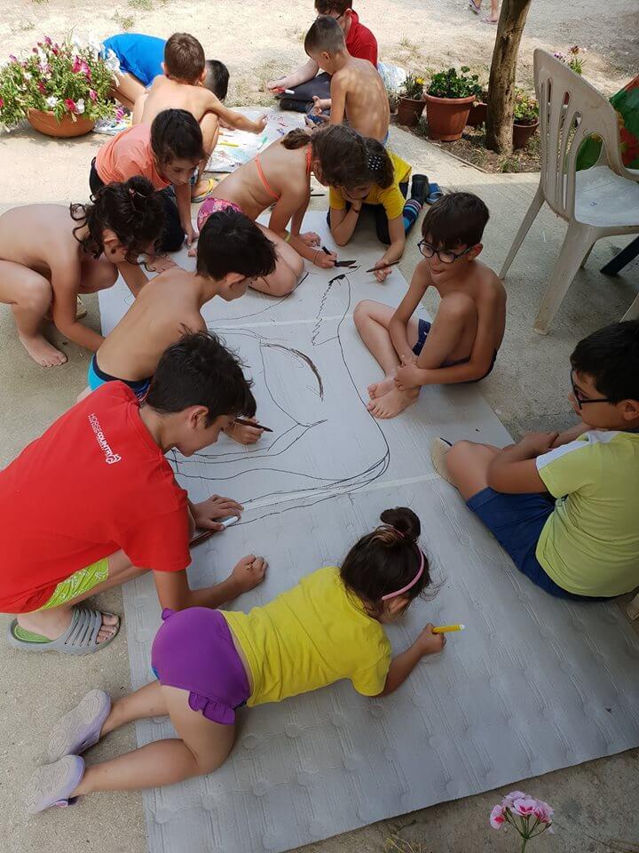 bambini disegnano un cavallo
